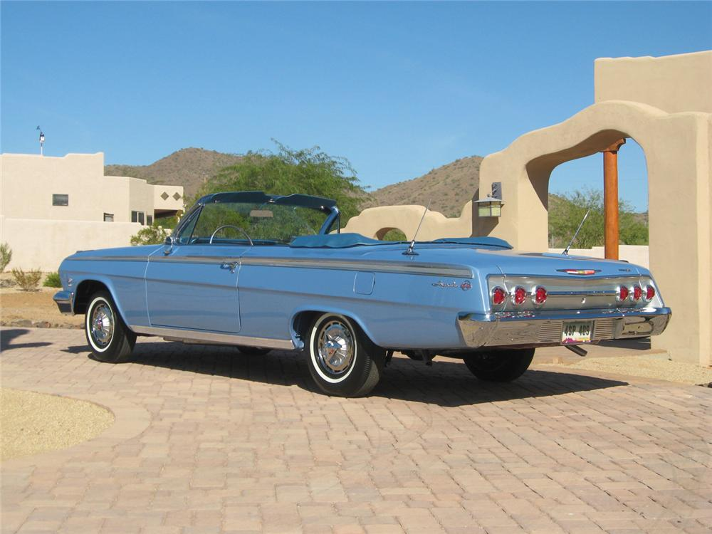 1962 CHEVROLET IMPALA SS CONVERTIBLE - Rear 3/4 - 70654