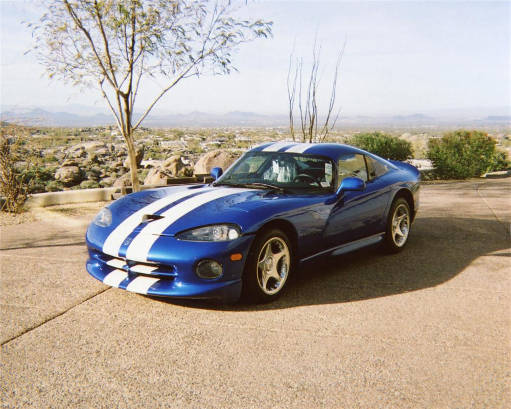 1996 DODGE VIPER GTS COUPE - Front 3/4 - 70657