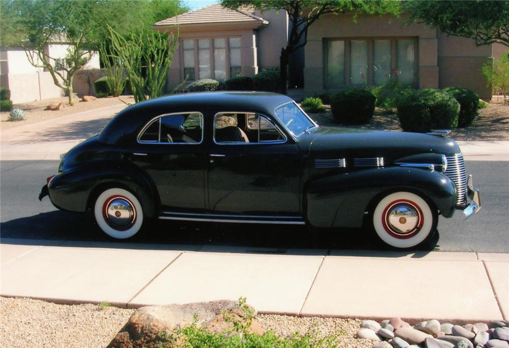 1940 CADILLAC SERIES 62 SEDAN - Side Profile - 70673