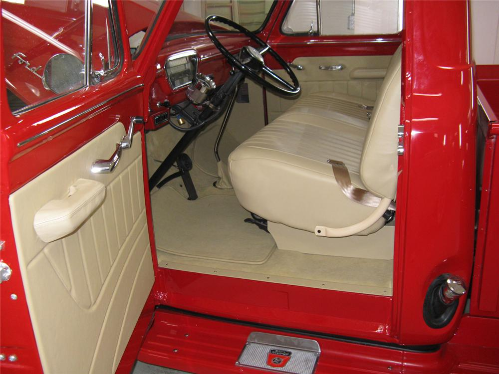 1955 FORD F-100 CUSTOM DELUXE CAB PICKUP - Interior - 70710