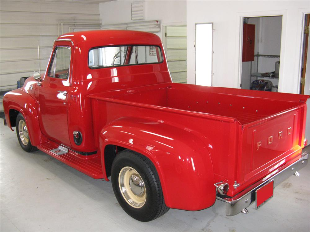 1955 FORD F-100 CUSTOM DELUXE CAB PICKUP - Rear 3/4 - 70710