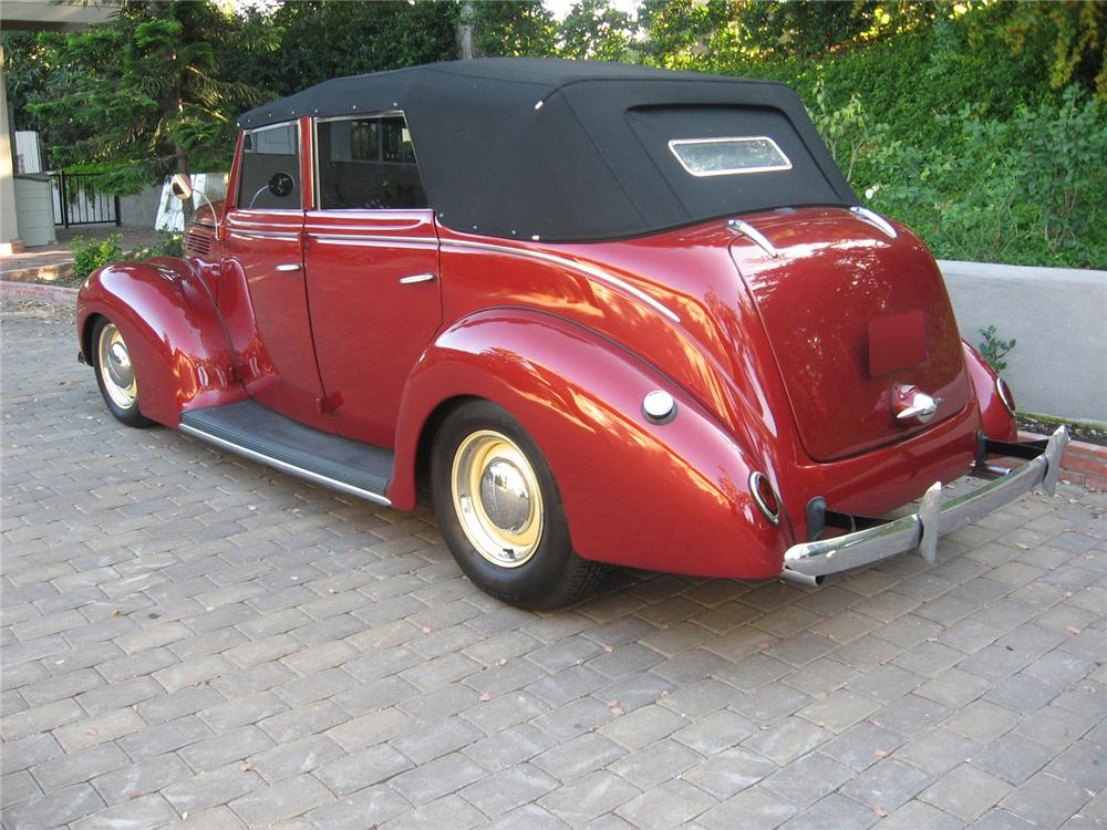 1938 FORD CUSTOM 4 DOOR CONVERTIBLE - Rear 3/4 - 70736