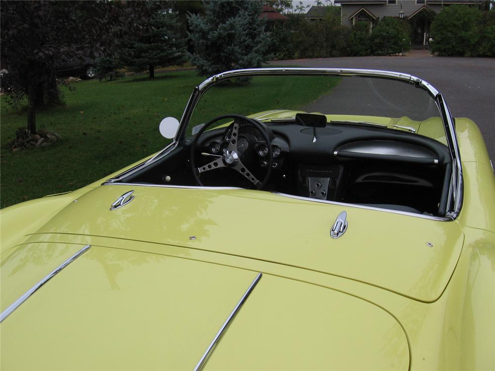 1958 CHEVROLET CORVETTE CONVERTIBLE - Interior - 70754