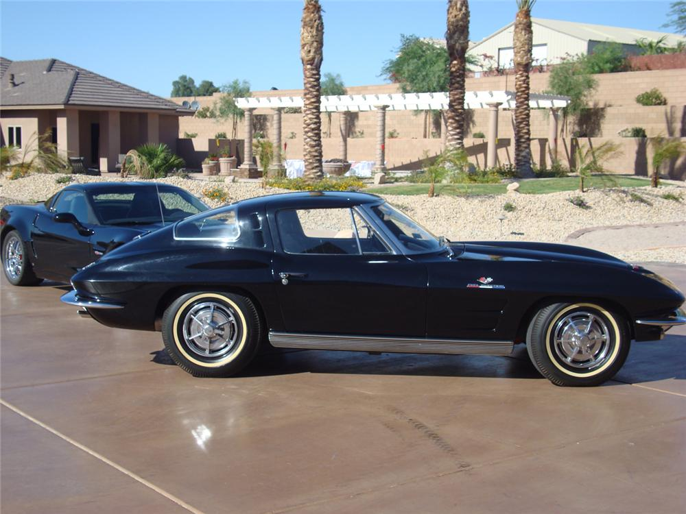 1963 CHEVROLET CORVETTE COUPE - Front 3/4 - 70755