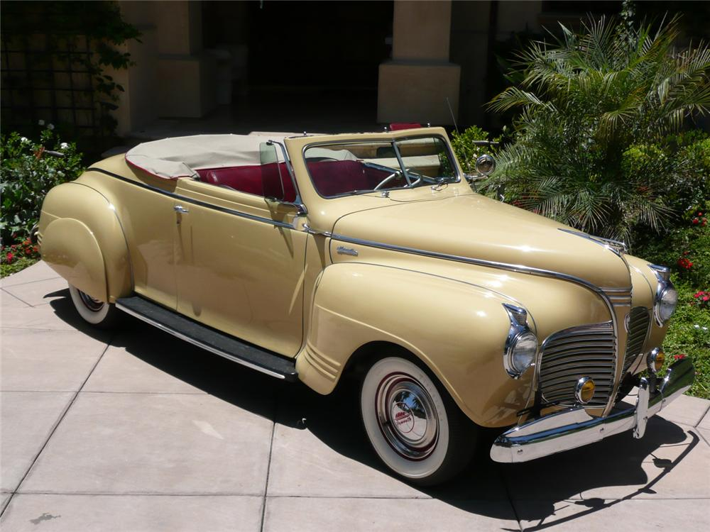 1941 PLYMOUTH SPECIAL DELUXE CONVERTIBLE - Front 3/4 - 70794