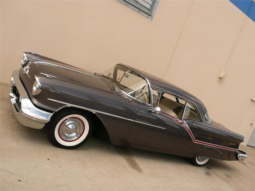 1957 OLDSMOBILE SUPER 88 2 DOOR HARDTOP - Front 3/4 - 70801