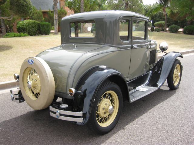 1930 FORD MODEL A 5 WINDOW COUPE - Rear 3/4 - 70840