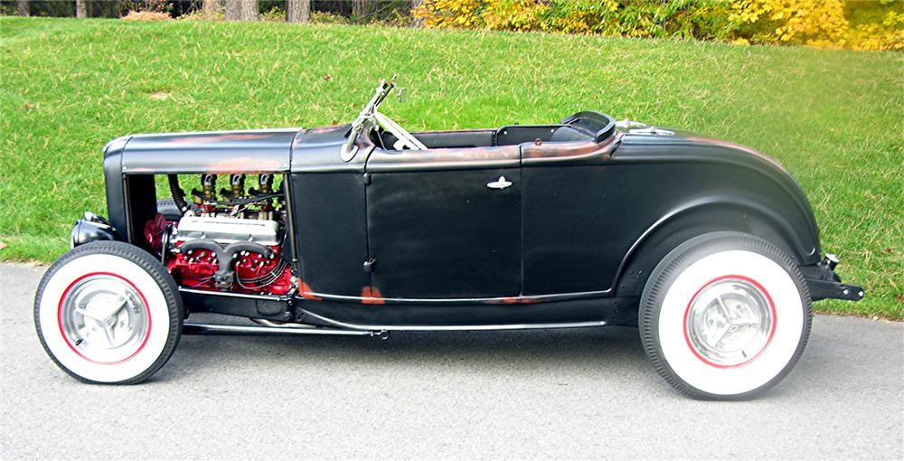 1932 FORD CUSTOM ROADSTER - Side Profile - 70887