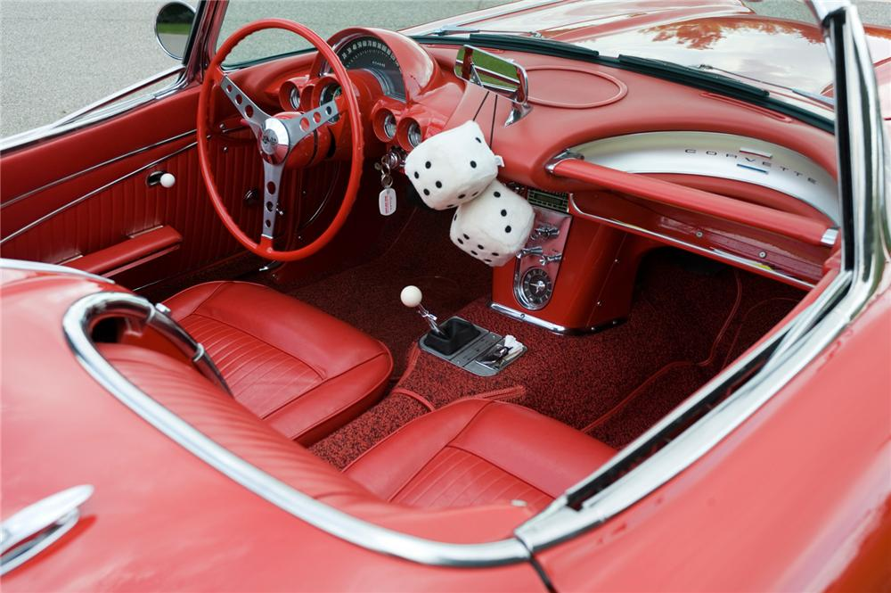 1962 CHEVROLET CORVETTE CONVERTIBLE - Interior - 70944