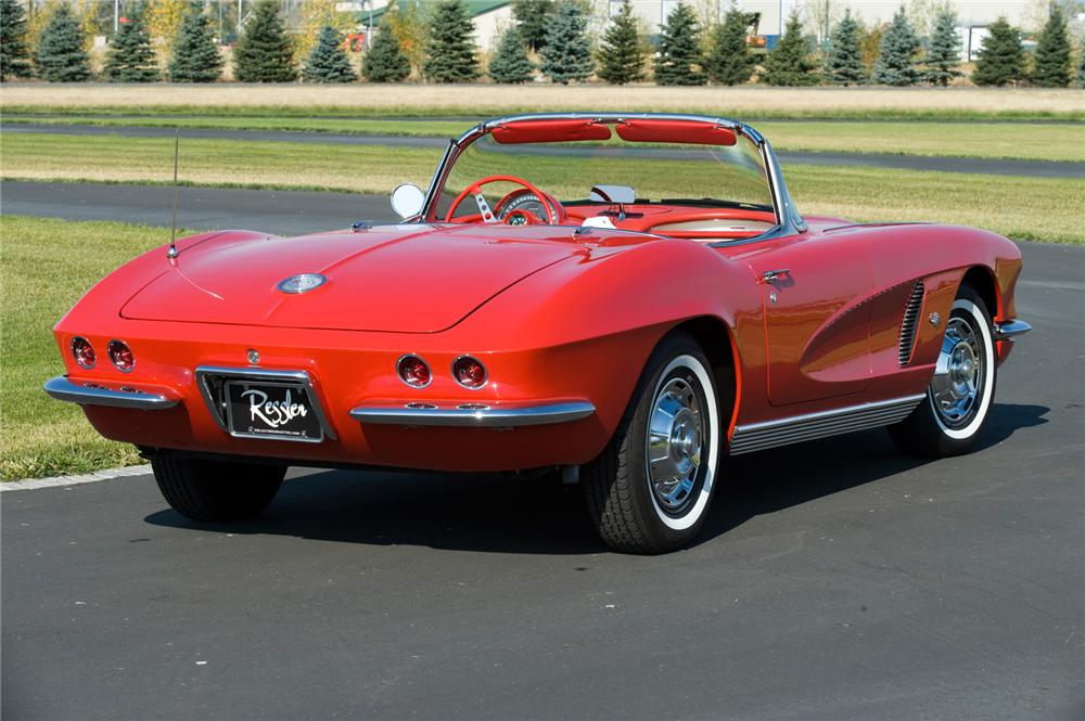 1962 CHEVROLET CORVETTE CONVERTIBLE - Rear 3/4 - 70944