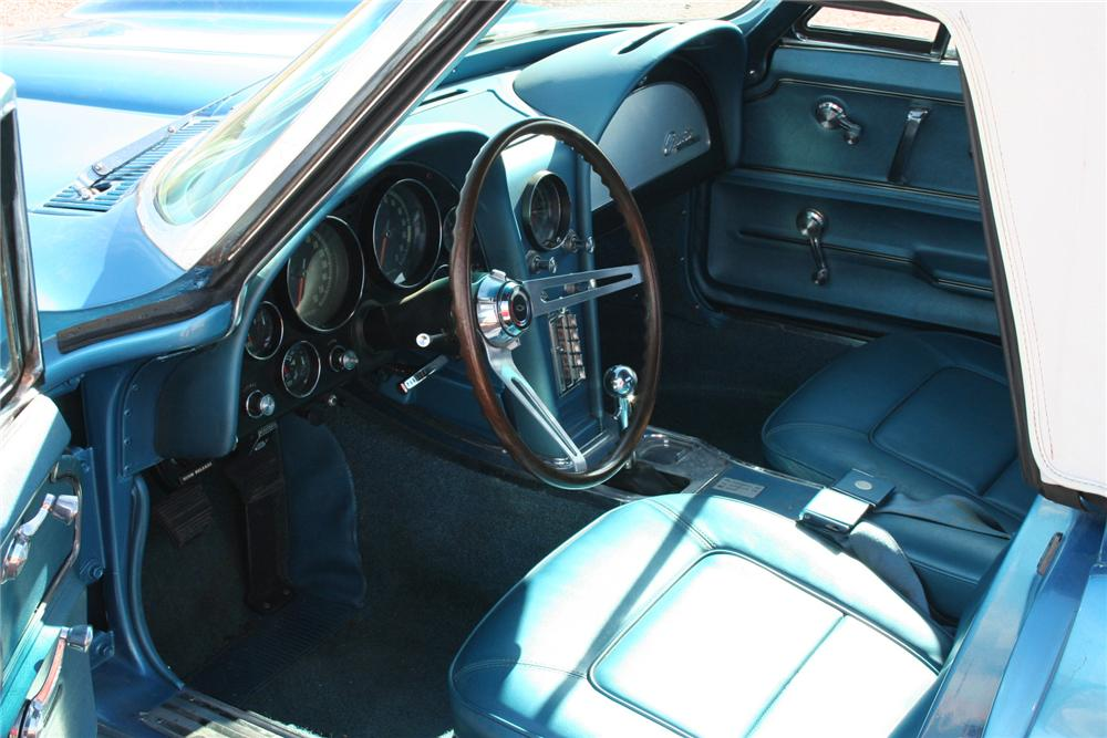 1965 CHEVROLET CORVETTE CONVERTIBLE - Interior - 70956