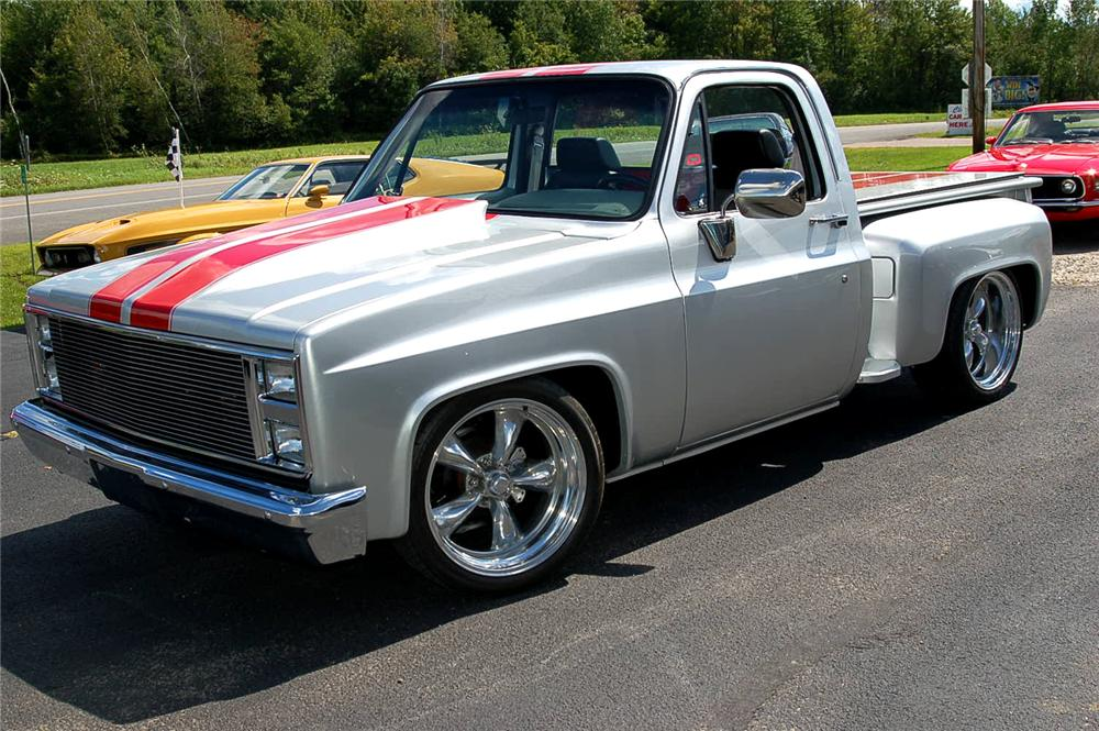 1982 CHEVROLET C-10 CUSTOM SHORTBED PICKUP - Front 3/4 - 70979