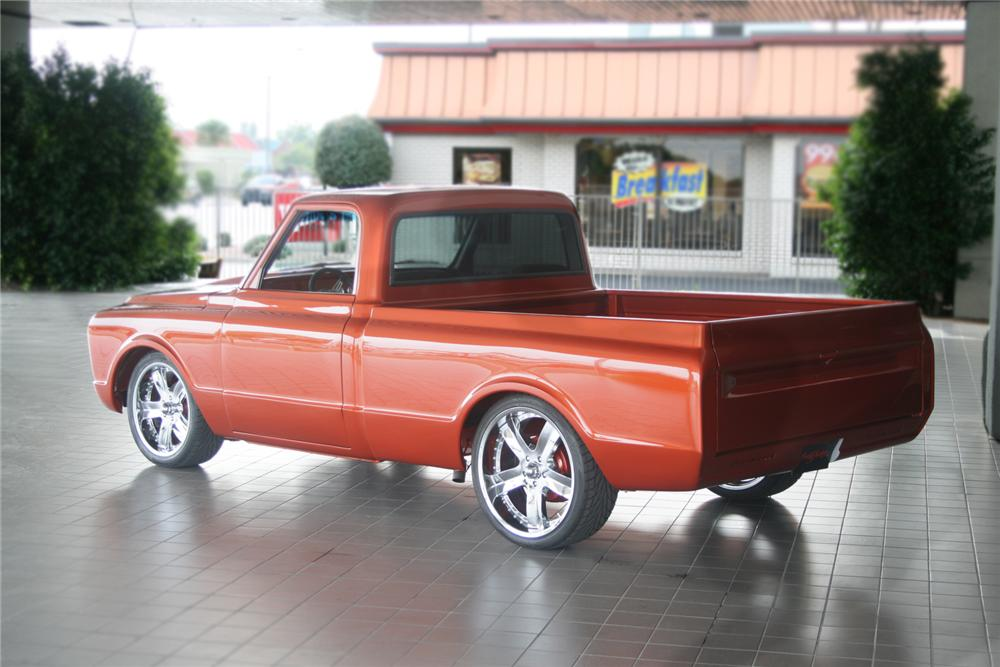 1972 CHEVROLET C-10 CUSTOM PICKUP - Rear 3/4 - 70990