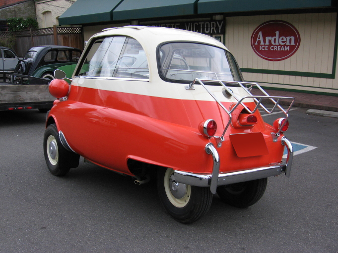 1957 BMW ISETTA ONE DOOR MOTOCOUPE DELUXE - Rear 3/4 - 71001
