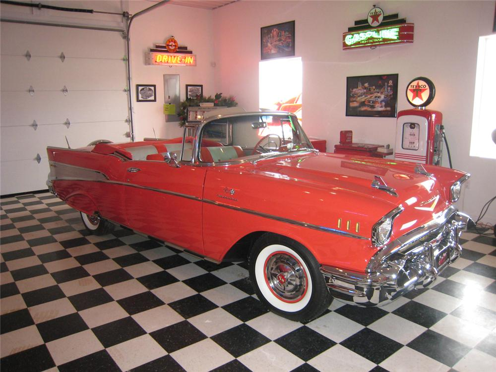 1957 CHEVROLET BEL AIR FI CONVERTIBLE - Front 3/4 - 71062