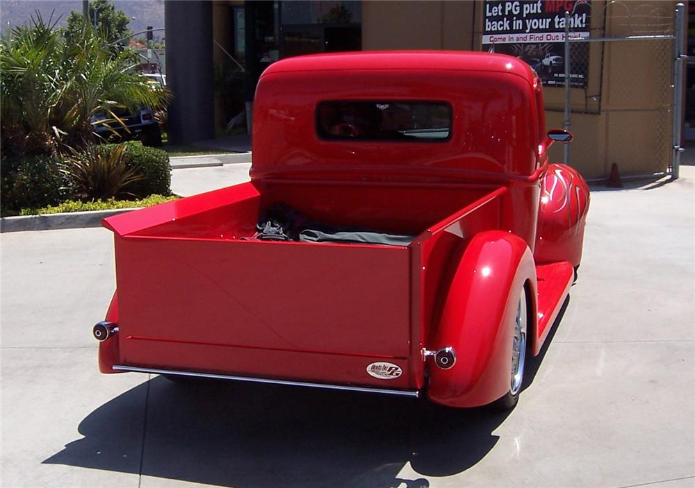 1940 FORD CUSTOM PICKUP - Rear 3/4 - 71090