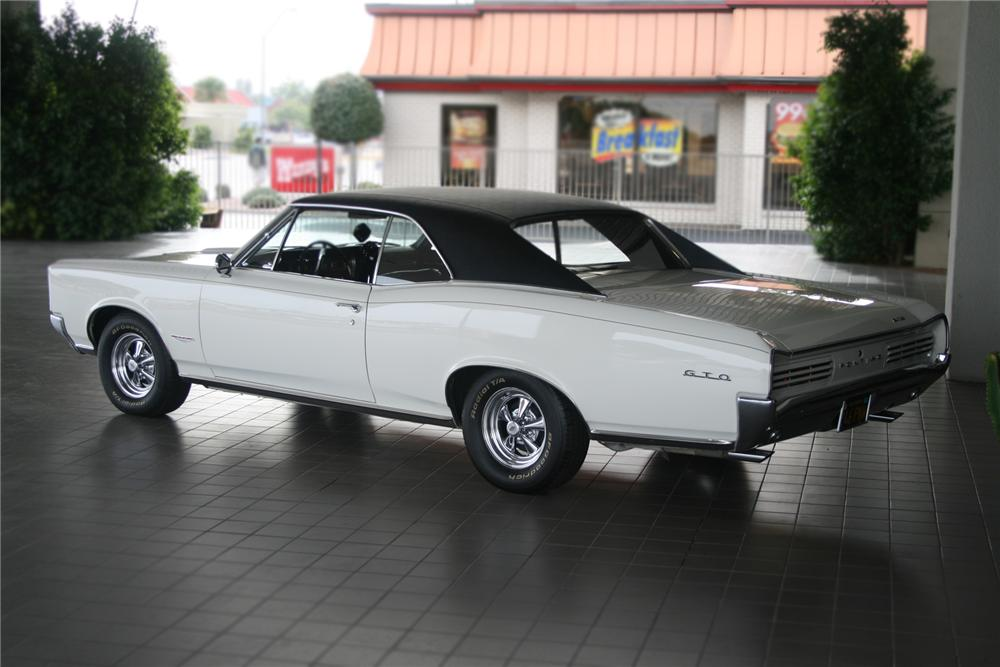 1966 PONTIAC GTO 2 DOOR HARDTOP - Rear 3/4 - 71127