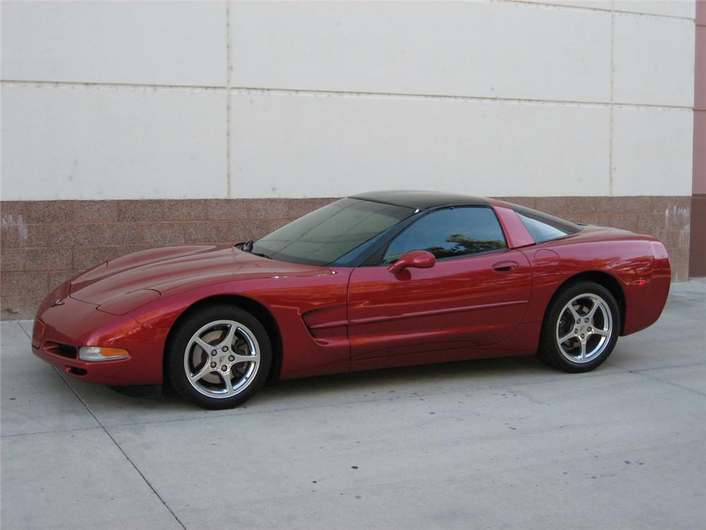 2001 CHEVROLET CORVETTE COUPE - Front 3/4 - 71137