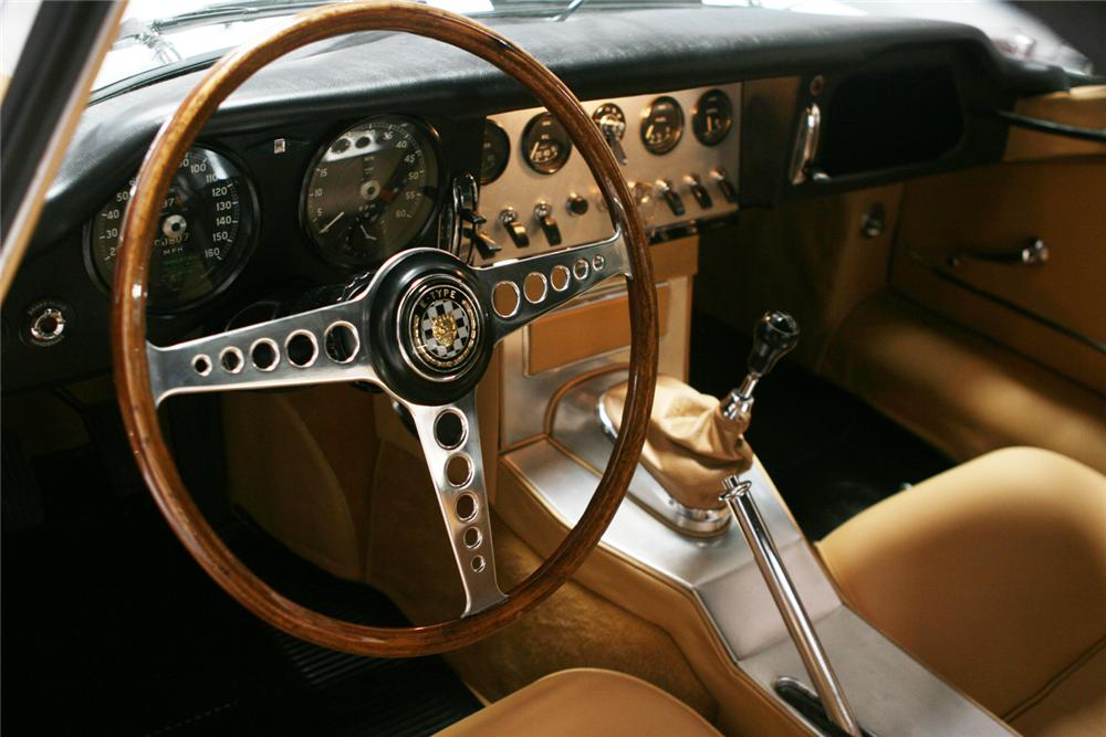 1962 JAGUAR XKE ROADSTER - Interior - 71201