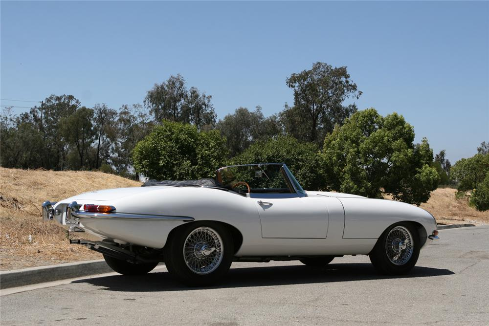 1962 JAGUAR XKE ROADSTER - Rear 3/4 - 71201