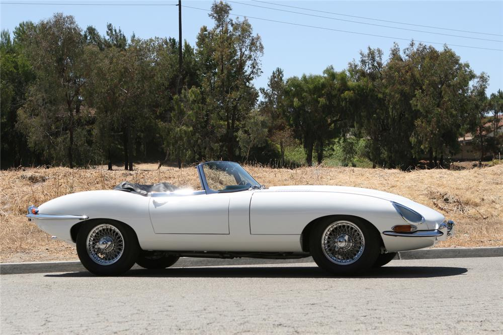 1962 JAGUAR XKE ROADSTER - Side Profile - 71201