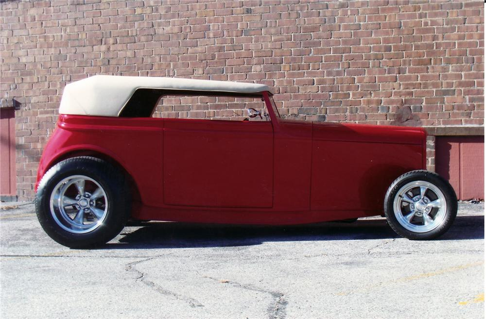 1932 FORD STREET ROD ROADSTER - Side Profile - 71204