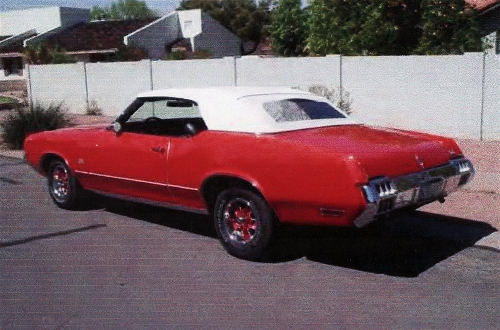 1972 OLDSMOBILE CUTLASS CONVERTIBLE - Rear 3/4 - 71217