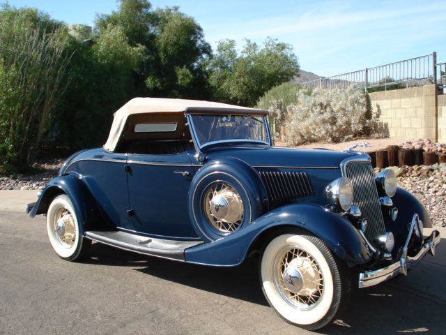 1934 FORD CUSTOM ROADSTER - Front 3/4 - 71245