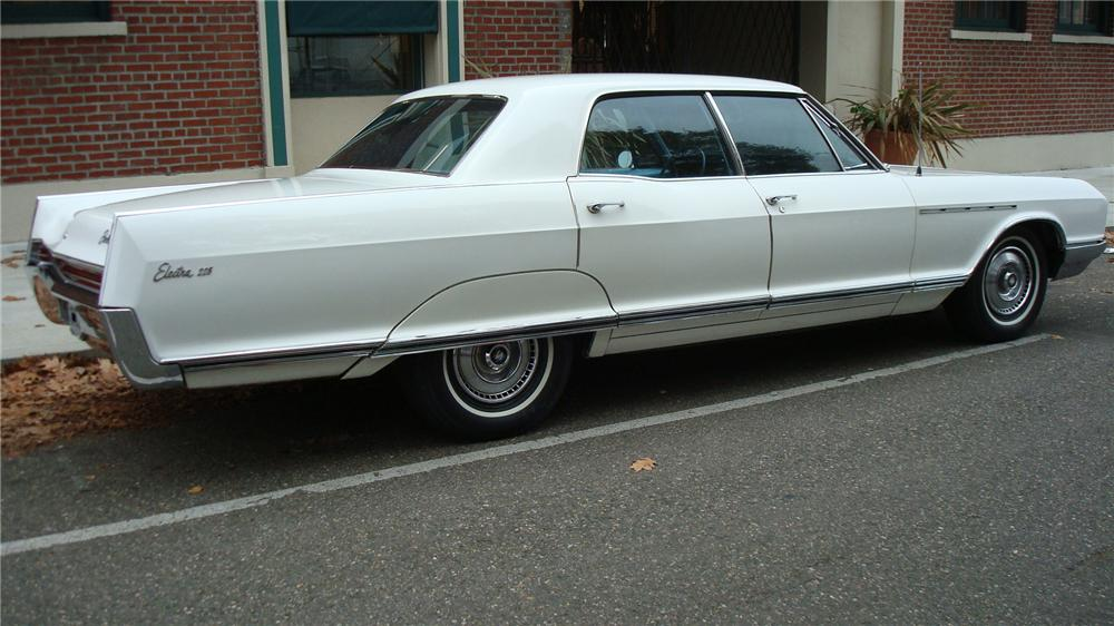 1966 BUICK ELECTRA 225 4 DOOR HARDTOP - Rear 3/4 - 71257