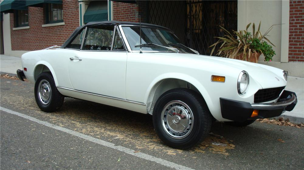 1976 FIAT 124 CONVERTIBLE - Front 3/4 - 71258
