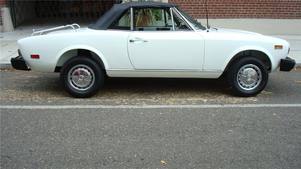 1976 FIAT 124 CONVERTIBLE - Side Profile - 71258