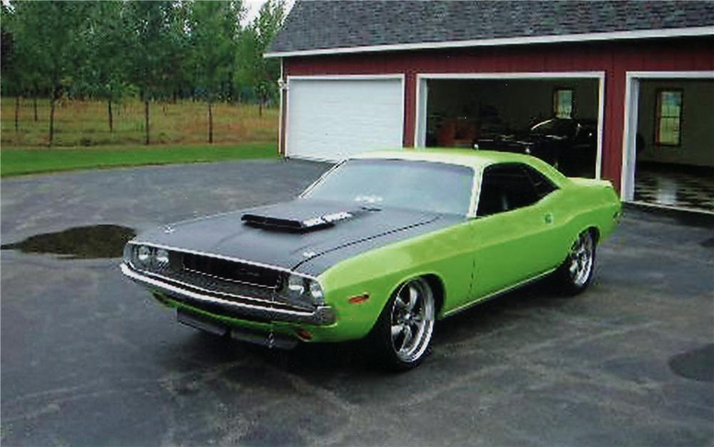 1970 DODGE CHALLENGER CUSTOM 2 DOOR HARDTOP - Front 3/4 - 71262