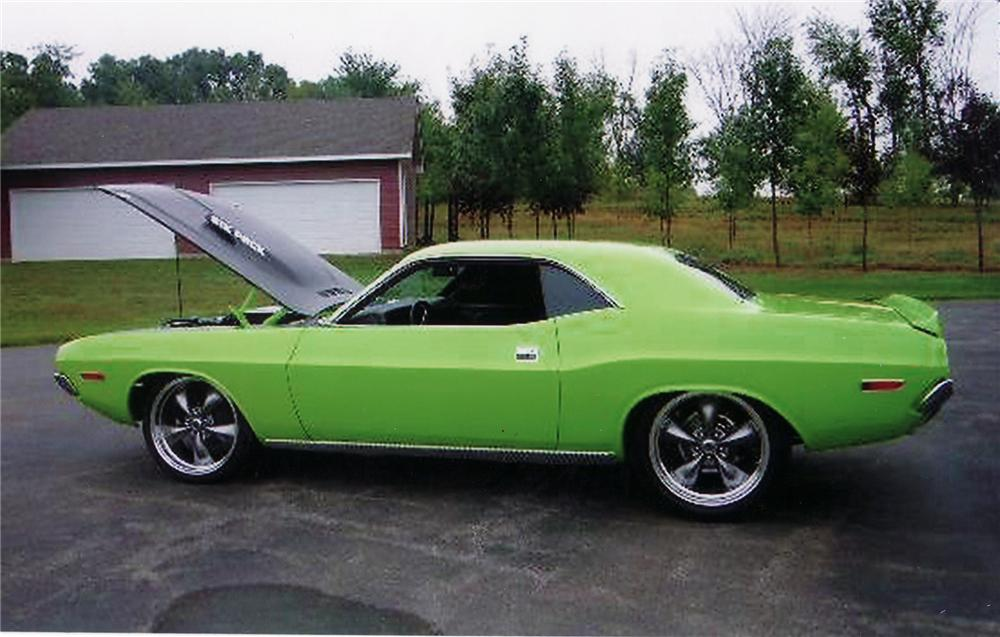 1970 DODGE CHALLENGER CUSTOM 2 DOOR HARDTOP - Side Profile - 71262