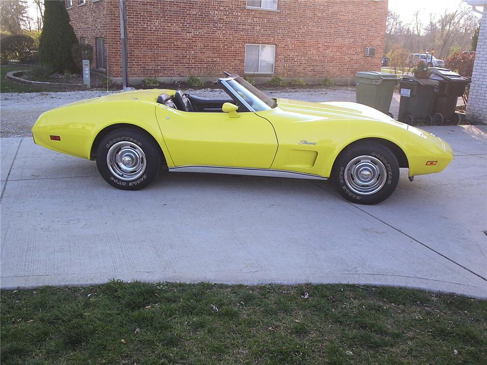 1975 CHEVROLET CORVETTE CONVERTIBLE - Front 3/4 - 71539