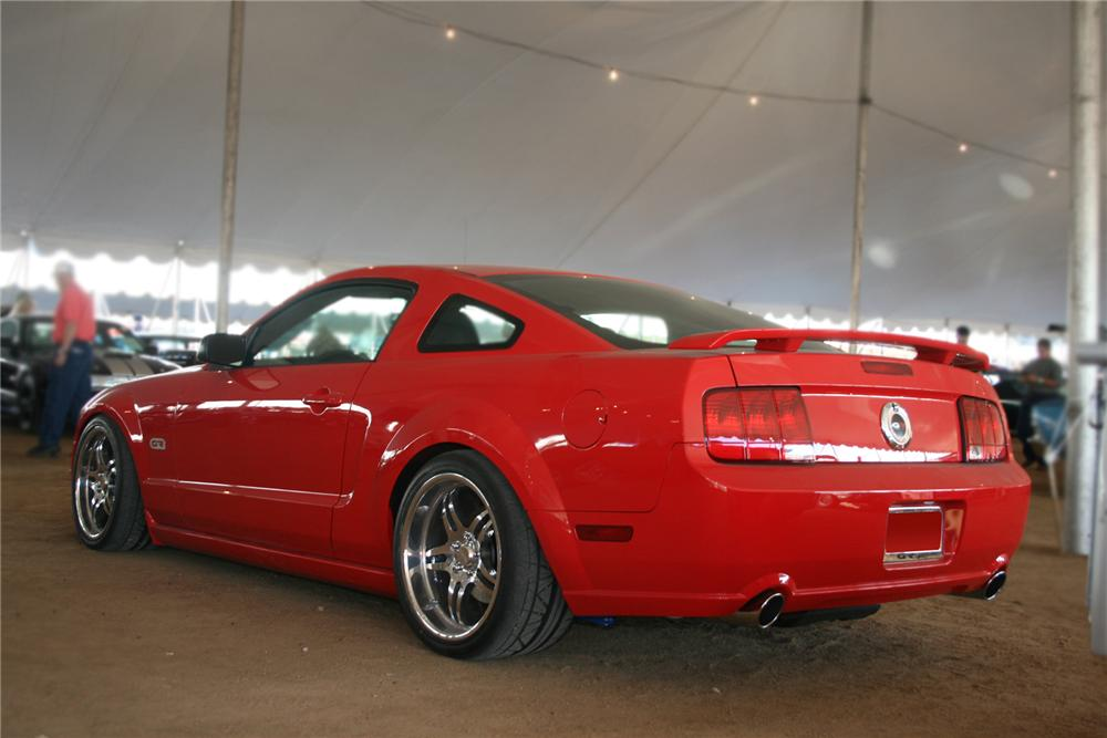 2008 FORD MUSTANG GT CUSTOM COUPE - Rear 3/4 - 71546