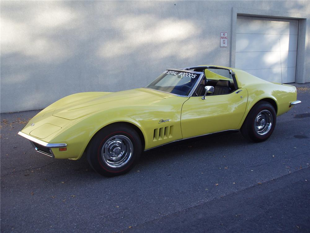 1969 CHEVROLET CORVETTE COUPE - Front 3/4 - 71554