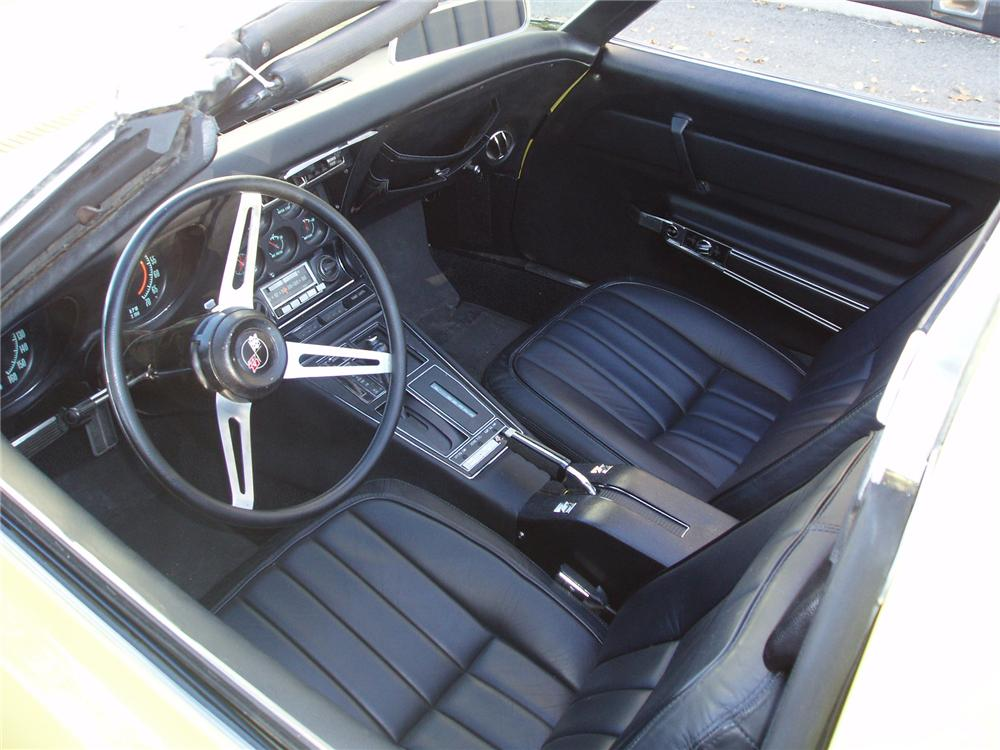 1969 CHEVROLET CORVETTE COUPE - Interior - 71554