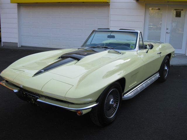 1967 CHEVROLET CORVETTE CONVERTIBLE - Front 3/4 - 71582