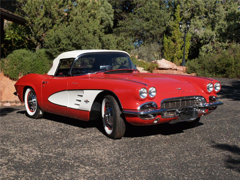 1961 CHEVROLET CORVETTE CONVERTIBLE - Front 3/4 - 71642