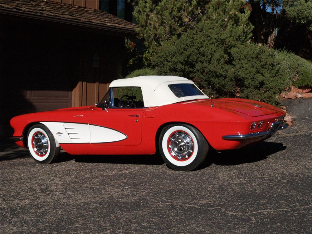 1961 CHEVROLET CORVETTE CONVERTIBLE - Rear 3/4 - 71642