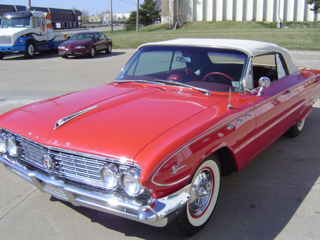 1961 BUICK LE SABRE CONVERTIBLE - Front 3/4 - 71668
