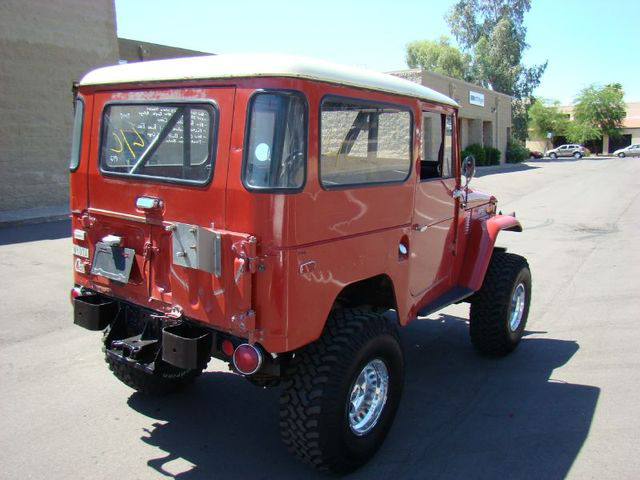 1972 TOYOTA LAND CRUISER FJ-40 SUV - Rear 3/4 - 71682