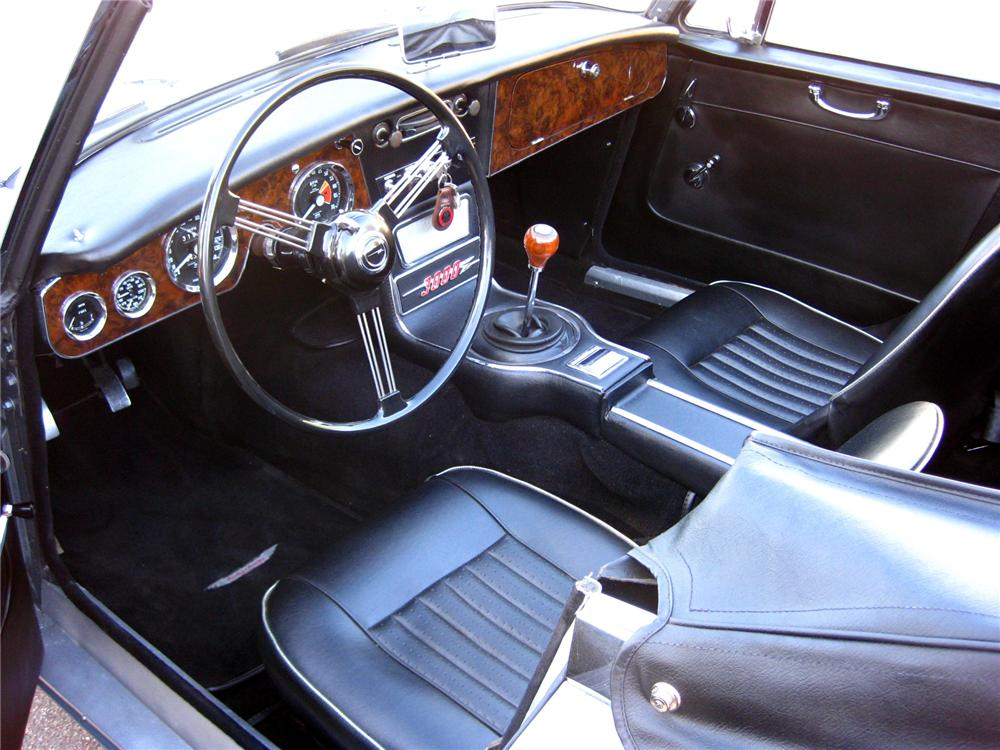1967 AUSTIN-HEALEY BJ8 CONVERTIBLE - Interior - 71700