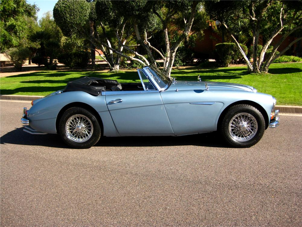 1967 AUSTIN-HEALEY BJ8 CONVERTIBLE - Side Profile - 71700