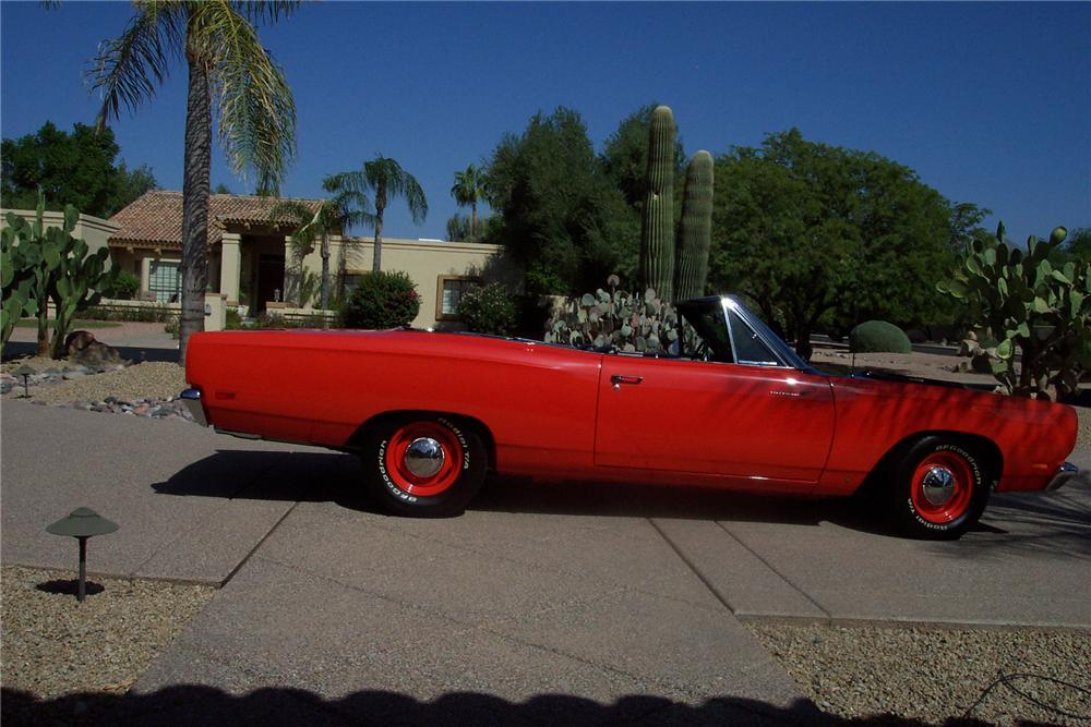 1969 PLYMOUTH ROAD RUNNER CONVERTIBLE - Side Profile - 71718