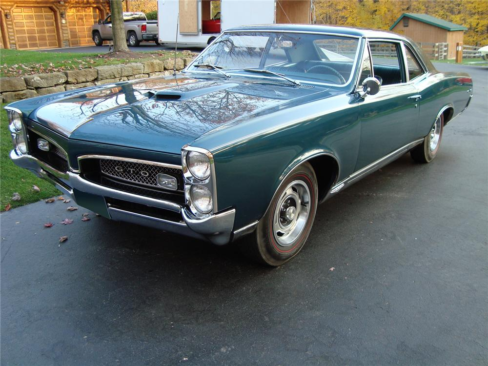 1967 PONTIAC GTO 2 DOOR POST - Front 3/4 - 71742