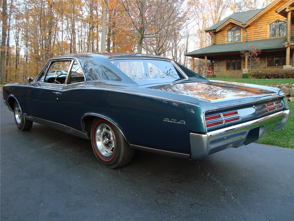1967 PONTIAC GTO 2 DOOR POST - Rear 3/4 - 71742