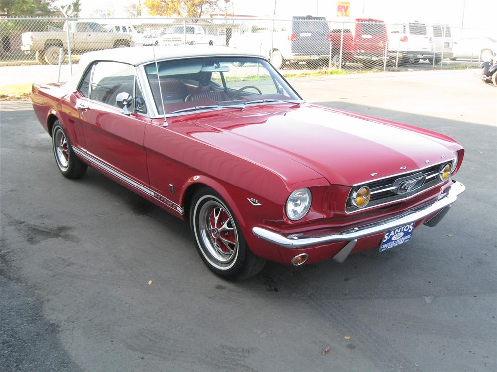 1966 FORD MUSTANG CONVERTIBLE - Front 3/4 - 71820