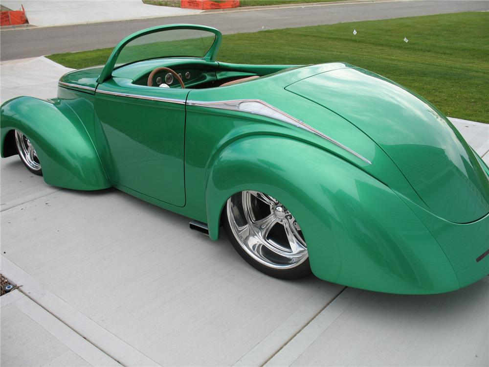 1941 WILLYS CUSTOM ROADSTER - Rear 3/4 - 71830