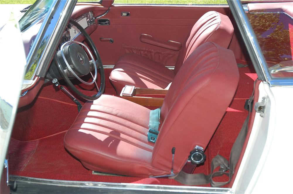 1968 MERCEDES-BENZ 280SL CONVERTIBLE - Interior - 71833